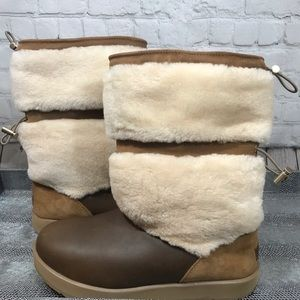 Women's UGG brown/ tan/ beige boots size 11